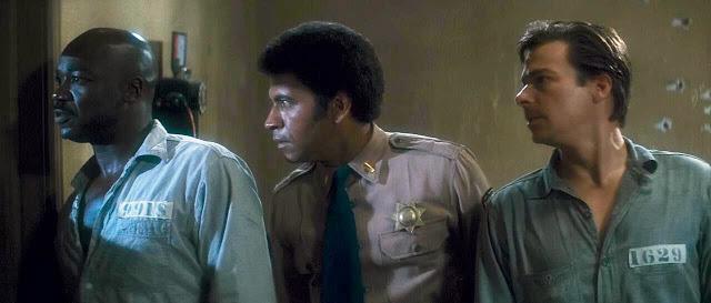 perché un negro detenuto, un negro poliziotto e un assassino detenuto non si ammazzano l'un l'altro?
